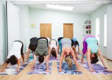 Iriness yoga class Adomuka svanasana